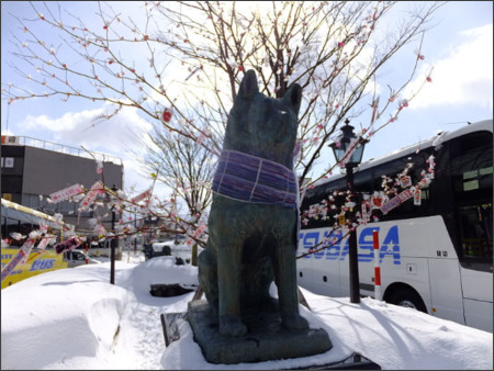 https://commons.wikimedia.org/wiki/File:Statue_of_Hachiko_at_Odate_Station-02.jpg?uselang=ja