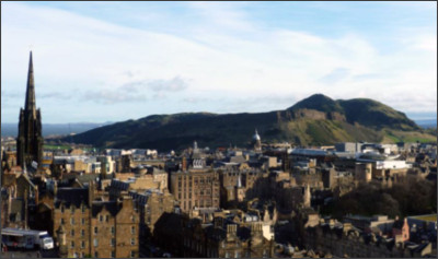 https://upload.wikimedia.org/wikipedia/commons/3/37/Arthur%27s_Seat_from_Edinburgh_Castle.jpg