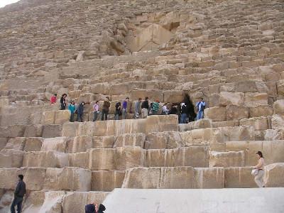 http://itwlxa.bay.livefilestore.com/y1pJAzHfXD9SS8ucEbPUahTF11kW_JGxZxFn0iBWytm-7kcC-xf1yH-yWdfeejUDC-cJ68BzsETZcA/Egypt_GizaKhufuPyramid.jpg