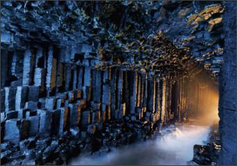 http://beautifulplacestovisit.com/wp-content/uploads/2011/12/Fingals_Cave_Staffa_Scotland.jpg
