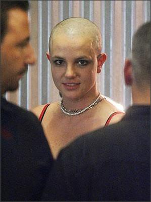 http://userdisk.webry.biglobe.ne.jp/005/440/80/1/01britney-shaved-her-head-02.jpg