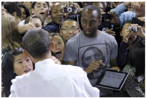 http://jp.techcrunch.com/archives/20101022obama-signing-ipad/
