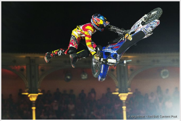 http://www.redbullxfighters.com/ja_JP/article/story-behind-tom-pages-bike-flip
