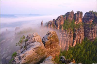 https://naturfotografen-forum.de/data/media/21/_KP13023_d200_nx2_2::Kevin_Pr%C3%B6nnecke_schweiz_sonnenaufgang_schrammsteine_saechsische_elbsandsteingebirger_nebel_elbe.jpg