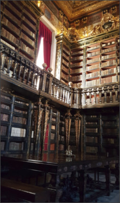 http://www.aufdreiachsen.de/wp-content/uploads/2017/11/aufdreiachsen_Reise_Wohnmobil_17-10-30_Portugal_Coimbra_Bibliothek.jpg