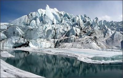 https://upload.wikimedia.org/wikipedia/commons/0/0e/Matanuska_Glacier_mouth.jpg
