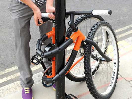 http://inhabitat.com/2010/07/09/this-bendable-bike-can-tie-itself-to-any-post/