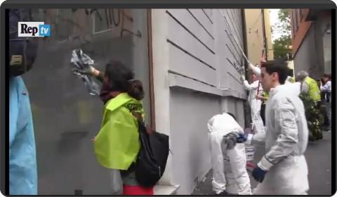 http://video.repubblica.it/edizione/milano/milano-cancella-i-black-bloc-via-le-scritte-a-colpi-di-spugna/199685/198734?ref=HREC1-3