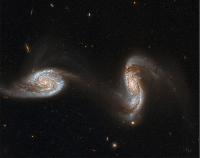 https://upload.wikimedia.org/wikipedia/commons/4/49/Hubble_Interacting_Galaxy_NGC_5257_(2008-04-24).jpg