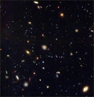 https://upload.wikimedia.org/wikipedia/commons/8/8c/Hubble_Deep_Field_South.jpg