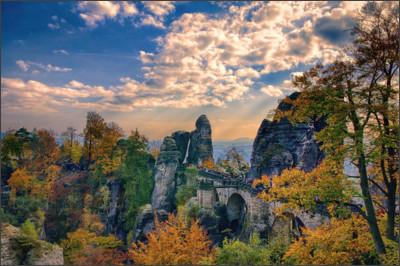 http://www.heise.de/imagine/molzhiyhYXqiRpg9JiFHky9riuk/gallery/Die-Bastei-im-Herbst.jpg