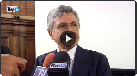 http://video.repubblica.it/edizione/bari/d-alema-lite-col-cronista-dopo-i-giornali-denuncio-anche-lei/196571/195587?ref=HREA-1
