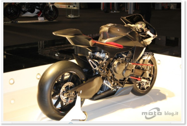 http://www.motoblog.it/galleria/vyrus-986-m2-live-al-motor-bike-expo-2011/2