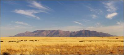 http://www.info-namibia.com/images/attractions/landmarks/brandberg/Brandberg-Slider01.jpg