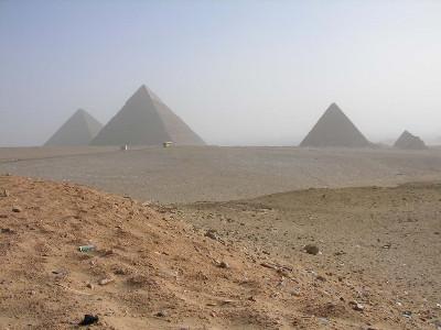 http://itwlxa.bay.livefilestore.com/y1pXCAXCuFiZTa8qS86156g4OMpNXU3E_c611DZfvXlAgC4c6I-e7Xu5Z-9ZML2n21fEnHt6WhsXoM/Egypt_Giza3Pyramids.jpg