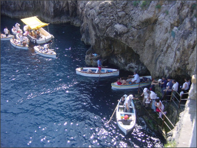 http://upload.wikimedia.org/wikipedia/commons/d/d8/Grotta_azzurra2_ag1.jpg