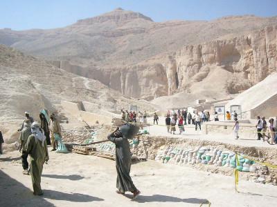 http://itwlxa.bay.livefilestore.com/y1ppdyfbKRZktm1oFzGubClHr4ax9F5JFXRRVxR8C1-xpLZPU6Lr34HfS8sSZ3NOgvauEur0LbM6jrbbq3bFJqqKQ/Egypt_ValleyKings_ResearchExcavation_P1000562.jpg