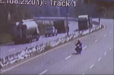 http://www.caplogue.com/movie/accident_video_in_Thailand_002.html