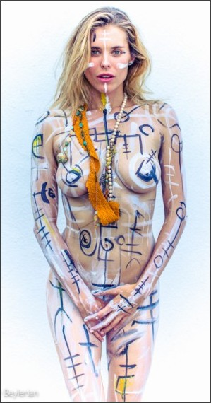 http://www.nudography.com/photos/news/2016_11/original/susie_abromeit_body_paint_2015-09-_1.jpg