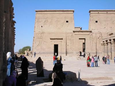 http://itwlxa.bay.livefilestore.com/y1pv9CJrsmttA2arRR8JovVh7GIY-7PzeJMmMGcnUGXnhnryZlszINR92ip8nN4hlLsxKwl8pvvw_kn4Iw0NJOc0A/Egypt_Philae_IsisSnap1.jpg