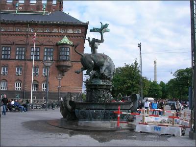 http://www.lares.dti.ne.jp/~tm230517/DTI_forFTP/Copenhagen_2010/CopenhagenCenter_2011_SANY0266.jpg