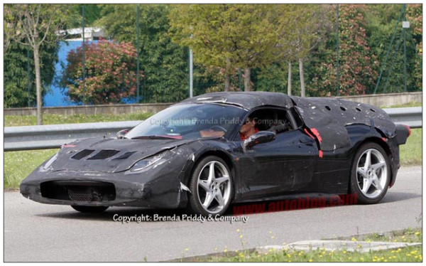 http://jp.autoblog.com/2012/04/21/ferrari-enzo-successor-had-better-look-better-than-this-test-mul/