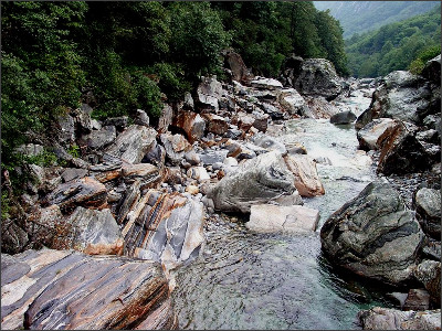 http://www.prew.hu/gallery3/var/albums/DOT_CD20/Switzerland_04/DOT_Switzerland_IV_Valle_Verzasca_28.jpg?m=1322554594