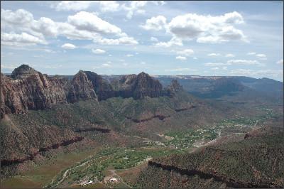 http://www.zionrockguides.com/wp-content/uploads/gallery/climbing/zion-canyon-climb.JPG