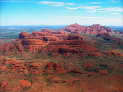 https://upload.wikimedia.org/wikipedia/commons/e/eb/Kata_Tjuta_aerial_photo_(February_2004).jpg