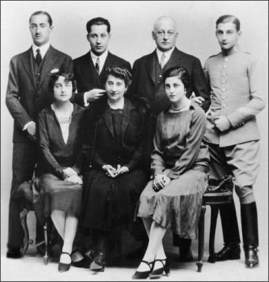 http://media.gettyimages.com/photos/standing-from-left-to-right-miguel-primo-de-rivera-junior-his-brother-picture-id106501905?k=6&m=106501905&s=594x594&w=0&h=tcALmDh1OON70NWdI8tvf4iSBooC7zqGaoTUNQVj2J8=
