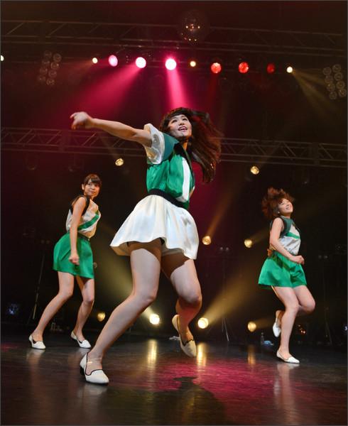 http://natalie.mu/music/gallery/show/news_id/115667/image_id/276529