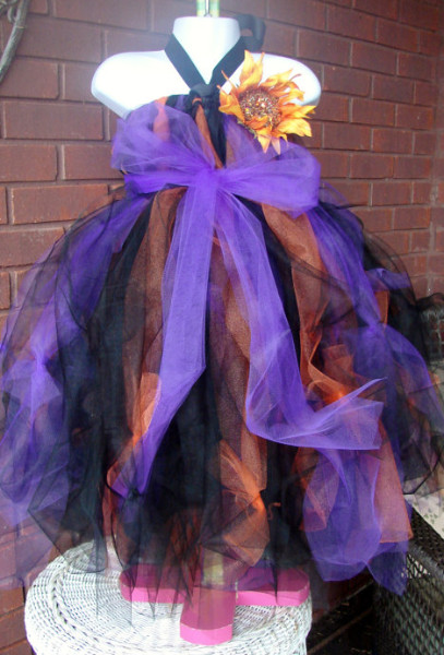http://www.etsy.com/listing/111078798/girls-halloween-witch-costume?ref=sr_gallery_42&ga_search_query=witch+costume&ga_order=most_relevant&ga_view_type=gallery&ga_ship_to=JP&ga_page=6&ga_search_type=all&ga_facet=witch+costume