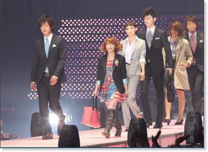 http://sankei.jp.msn.com/photos/entertainments/entertainers/100306/tnr1003061514005-p13.htm