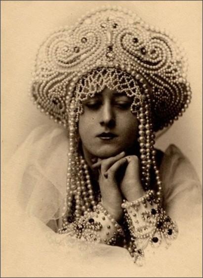 https://dantebea.files.wordpress.com/2013/11/alexander-grinberg-portrait-1910-1915-via-russianphotographs-net.jpg