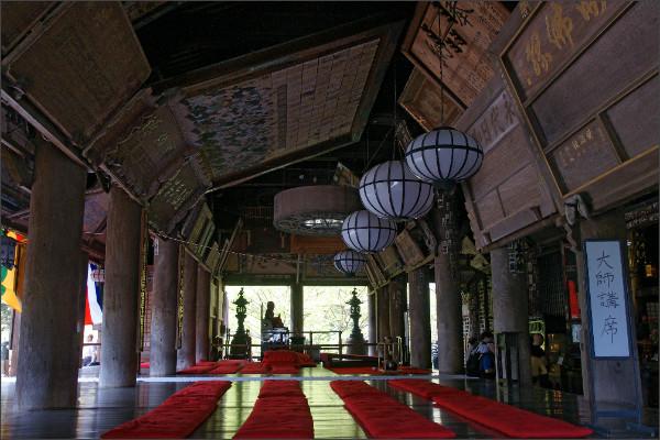 http://upload.wikimedia.org/wikipedia/commons/1/13/Hasedera_Sakurai_Nara_pref28s5s3200.jpg
