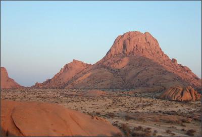 http://community.dur.ac.uk/paul.hodgkinson/wordpress/wp-content/photos/NamibiaRocks.jpg