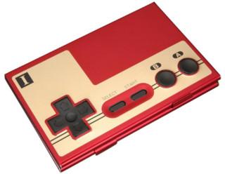 http://kr.engadget.com/2009/07/25/NES-controller-business-card-case/