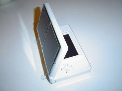 http://kr.engadget.com/2009/02/12/ds-lite-solar-panel-mod-lets-you-leave-the-psu-at-home/