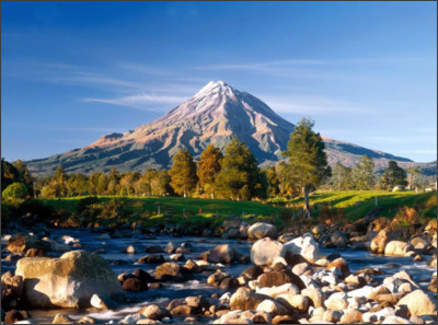 http://i0.wp.com/beautifulplacestovisit.com/wp-content/uploads/2010/09/Mount_Taranaki_New_Zealand1.jpg