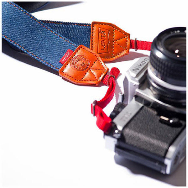 http://www.petapixel.com/2012/01/16/levis-jeans-denim-camera-strap/?utm_source=feedburner&utm_medium=feed&utm_campaign=Feed%3A+PetaPixel+%28PetaPixel%29