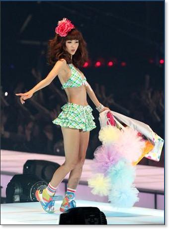 http://sankei.jp.msn.com/photos/entertainments/entertainers/100306/tnr1003061514005-p3.htm