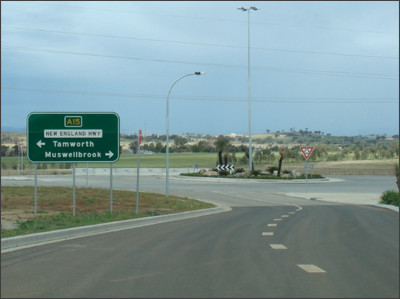 http://www.expressway.online/gallery/roads/nsw/numbered/decommissioned/nationalhighways/nh15/07_tamworthtobendemeer/northbound/images/200910_01_sthtamworth_equinectr.jpg