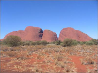 https://upload.wikimedia.org/wikipedia/commons/f/f1/Kata_Tjuta_Australia.jpg