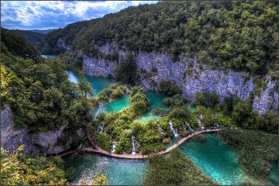 http://static.thousandwonders.net/Plitvice.Lakes.National.Park.original.3782.jpg