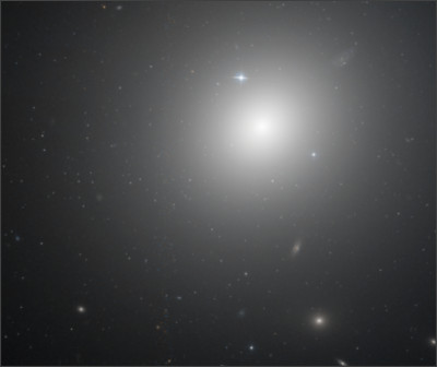 https://upload.wikimedia.org/wikipedia/commons/5/53/NGC_1399_HST_10911_R814GB475.png