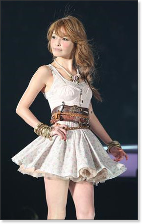 http://sankei.jp.msn.com/photos/entertainments/entertainers/100306/tnr1003061514005-p26.htm