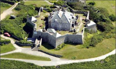 http://oceanislandtravel.com/pictures/star_castle_NMR_2.jpg
