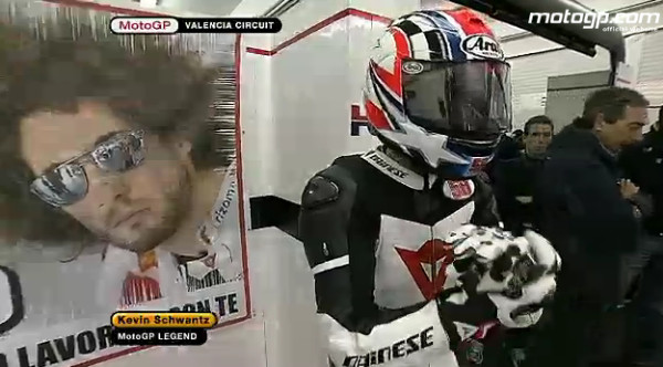 http://www.motogp.com/ja/videos/2011/Valencia+pay+tribute+to+Marco+Simoncelli
