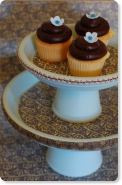 http://www.oncewed.com/index.cfm?postID=266&title=DIY_Wedding_Cupcake_Stand