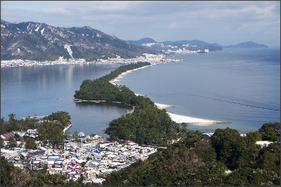 http://upload.wikimedia.org/wikipedia/commons/7/7c/Amanohashidate_view_from_Mt_Moju02s3s4592.jpg